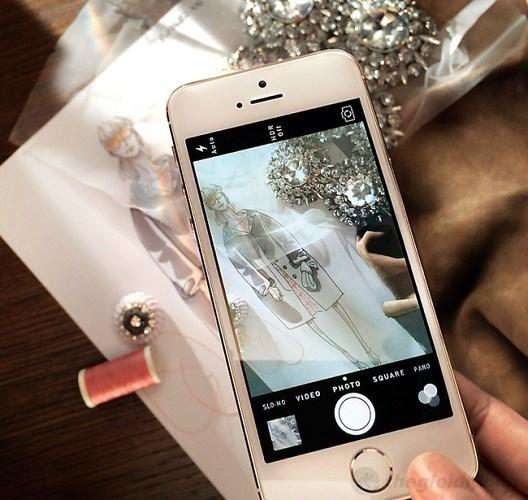 Phu kien iPhone - Tại show thời trang Burberry, iPhone 5s sẽ thể hiện tài chụp ảnh